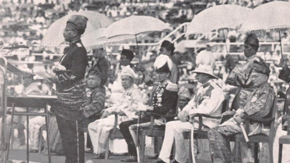 Tunku Abdul Rahman proclama l'indipendanza della Malesia nel 1957