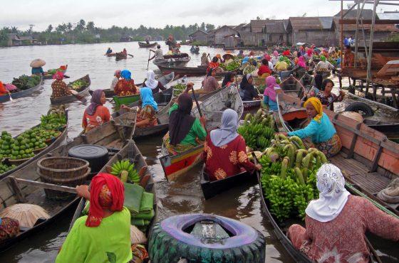 In viaggio nel Kalimantan: città su palafitte e campi di diamanti
