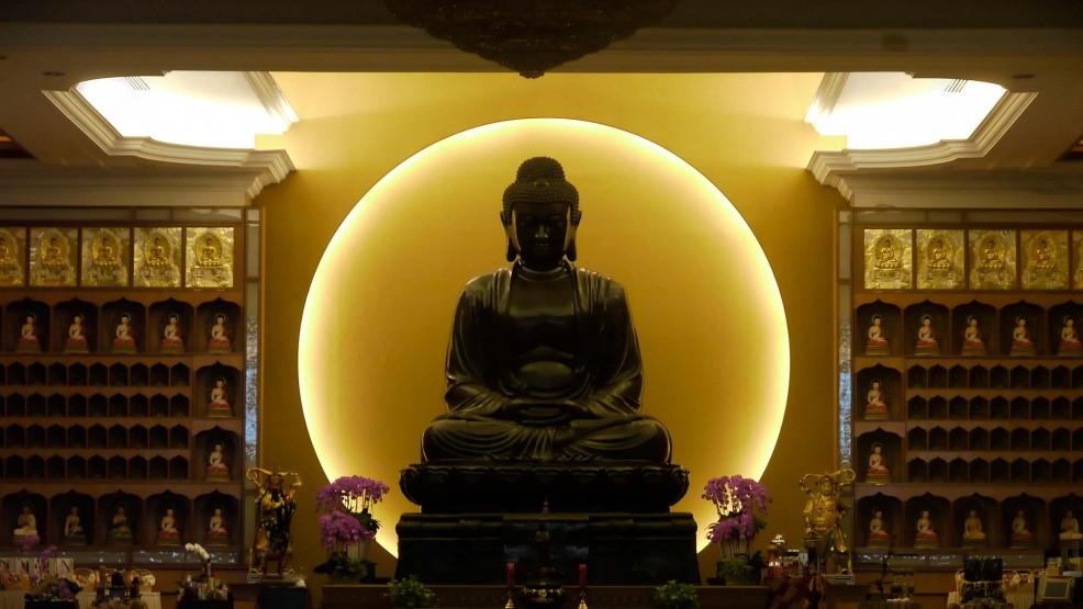 Vesak: il compleanno del Buddha - Nella Terra di Sandokan