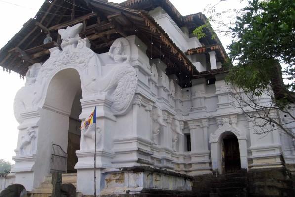 Sri Lankathikala Raja Maha Viharaya - foto © Paolo Coluzzi 2013