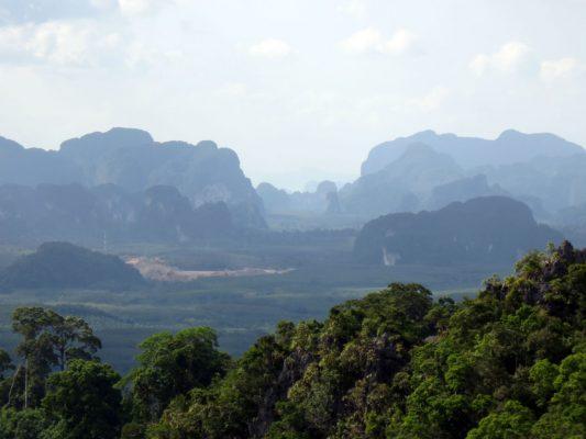 Vista dalla rupe del Wat Tham Sua