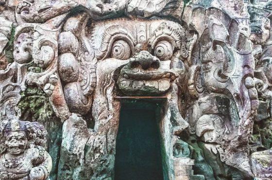 La grotta Goa Gajah